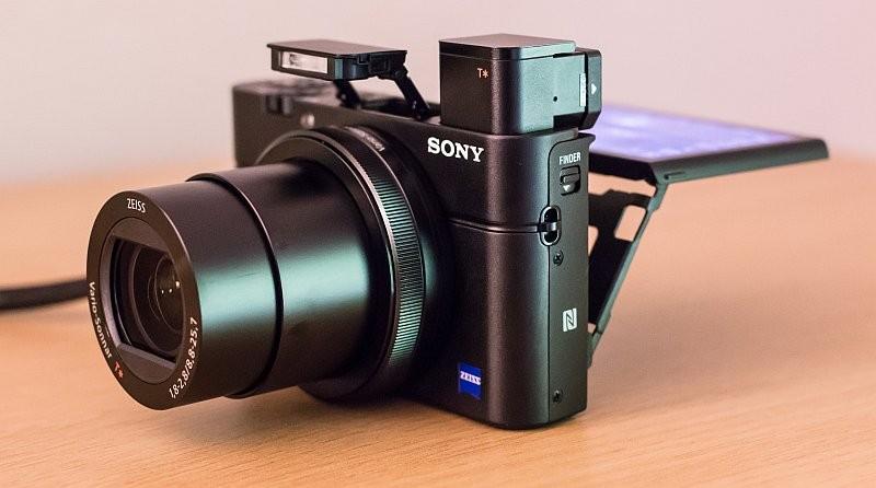 Sony RX100 IV 是頗受航拍玩家歡迎的口袋型相機,故其後繼機 RX100 IV 在航拍界備受期待!