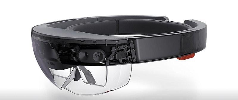 Windows Holographic 可支援自家的 HoloLens 眼鏡,暫時未知由第三方製造的 VR 眼鏡能否對應此平台。