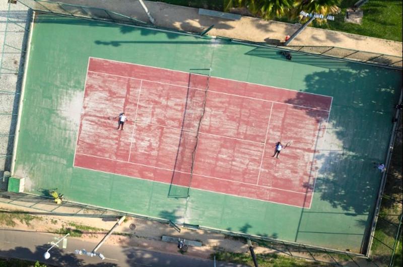 網球場上對打
