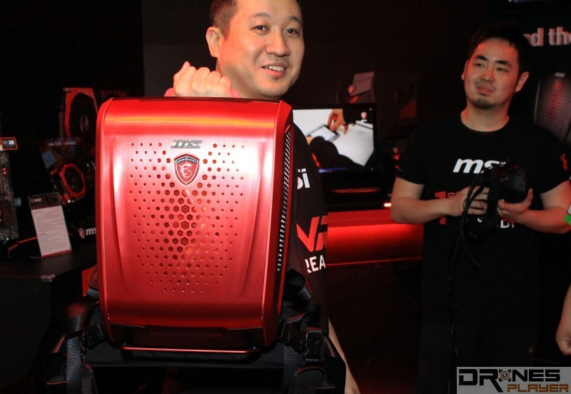紅色造型的 MSI Backpack PC。