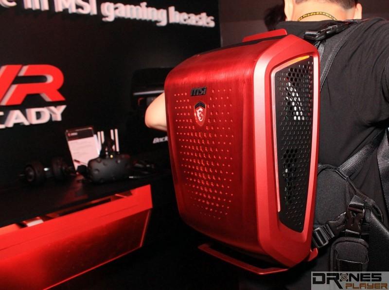 MSI Backpack PC 採用平均分散重量的設計,故揹起來不算太重。