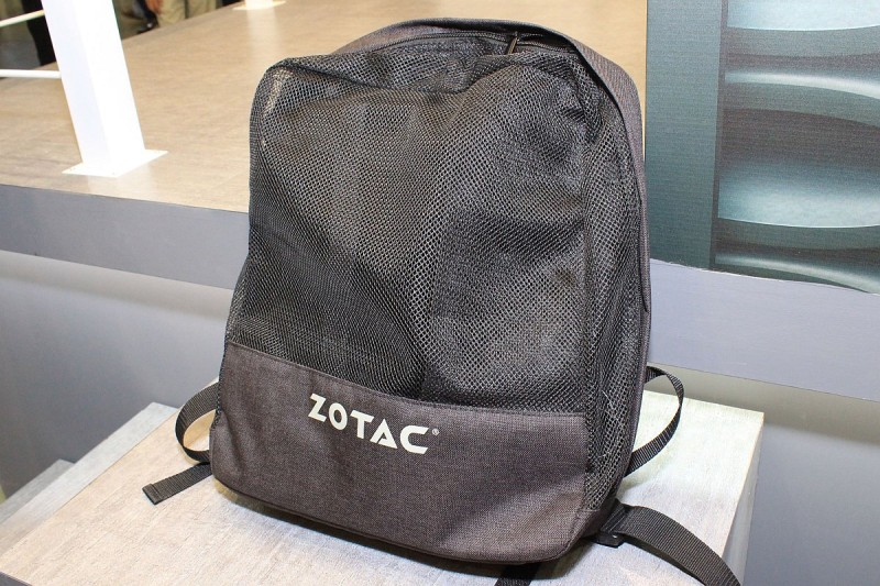 Zotac 背包 PC 外形和一般背包差不多,網狀設計加強散熱。