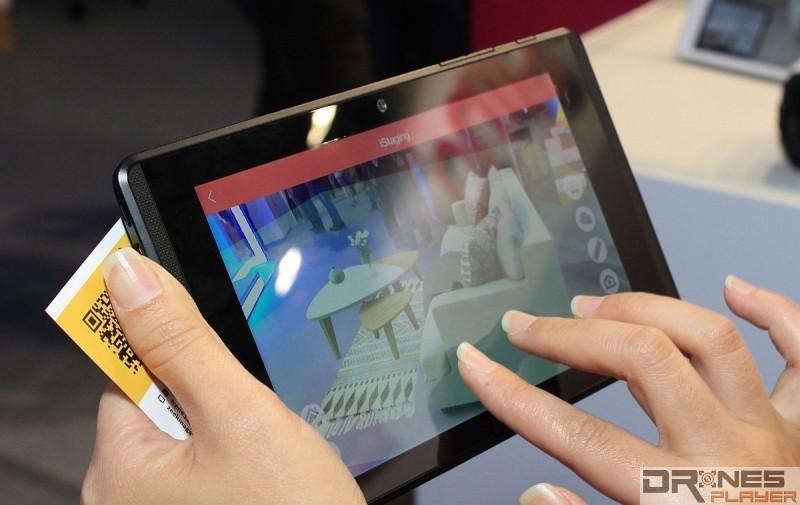 《iStaging》具有 AR 擴增實境功能,可讓用戶預覽樓盤實景加入 AR 家具影像後的效果。