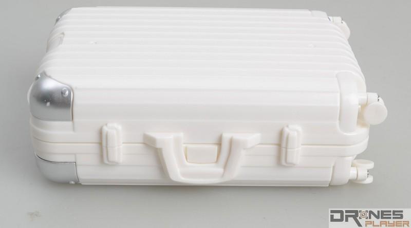 手提旅行箱造型設計的 Create Toys E904 控制器,橫放起來確實神似手提箱。