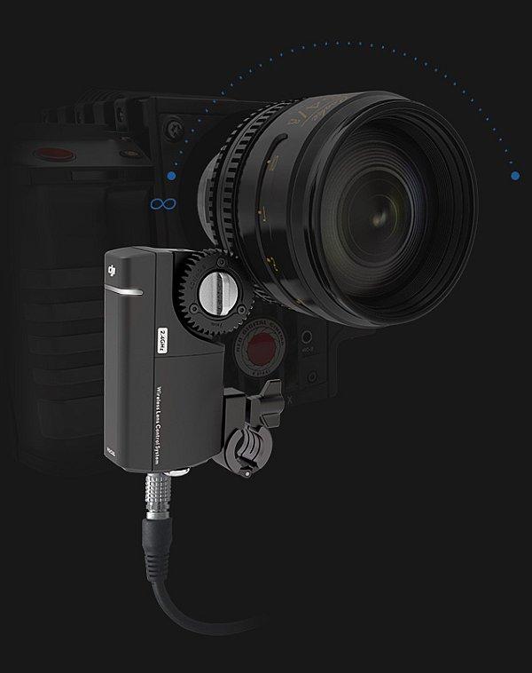 單眼相機裝上 DJI Focus 後,用戶只需調校鏡頭對焦環至無限遠,並將之記錄下來,再調至最近距離,DJI Focus 即可精準記錄限位點,調節焦點時在限位點便會自動停止。