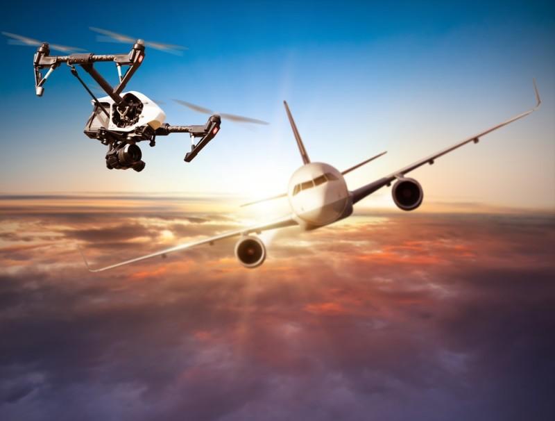 加拿大無人機險撞客機事故屢生。