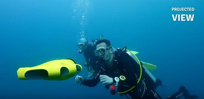 潛水員可操控 iBubble 水中無人機作自拍。