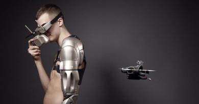 獨臂科學家裝上超科幻義肢,還有供無人機升降的平台!