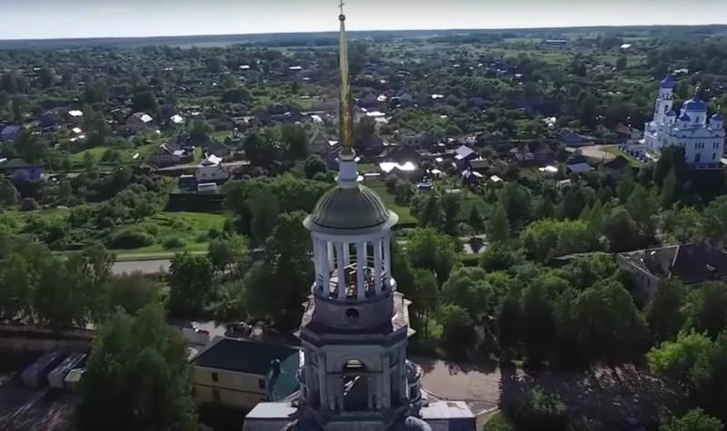 Borisogleb Monastery 修道院的風光明媚,加上當日天朗氣清,故吸引了無人機到場航拍。