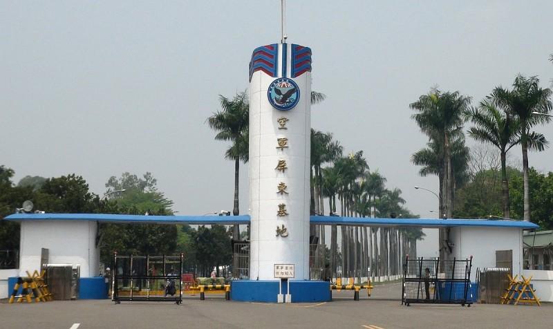 曾有空拍機誤闖屏東空軍基地,結果操作者被判罰款 4 萬新台幣。