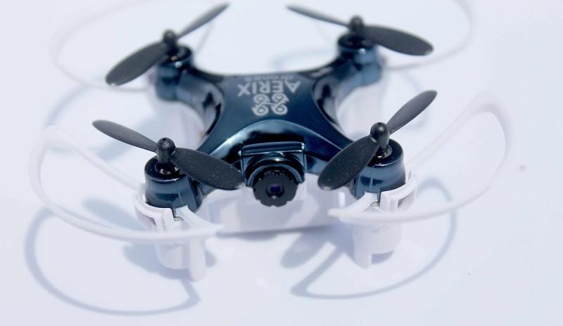 Aerix VIDIUS VR 內置 480p 標清級數的航拍相機,並附有旋翼保護杠,即使撞上障礙物,也可為機體提供一定的保護。