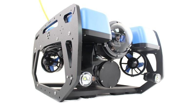 BlueROV2 水中無人機的機身以藍、黑為主色。