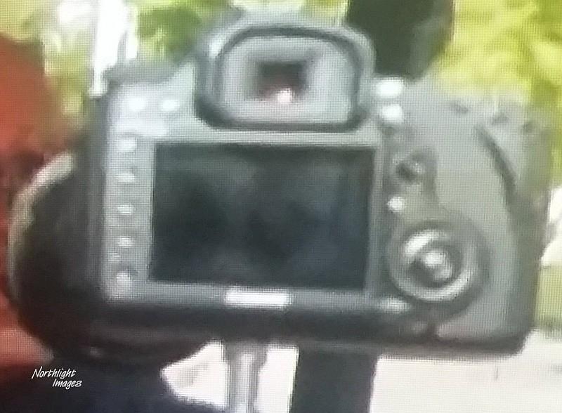 Canon EOS 5D MARK IV 網上流傳的疑似諜照顯示,機背設計和按鍵布局,跟 MARK III 大同小異。