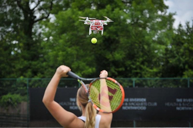 網球無人機 Drone-ovic 其實只是一部 DJI Phantom 3 而已。