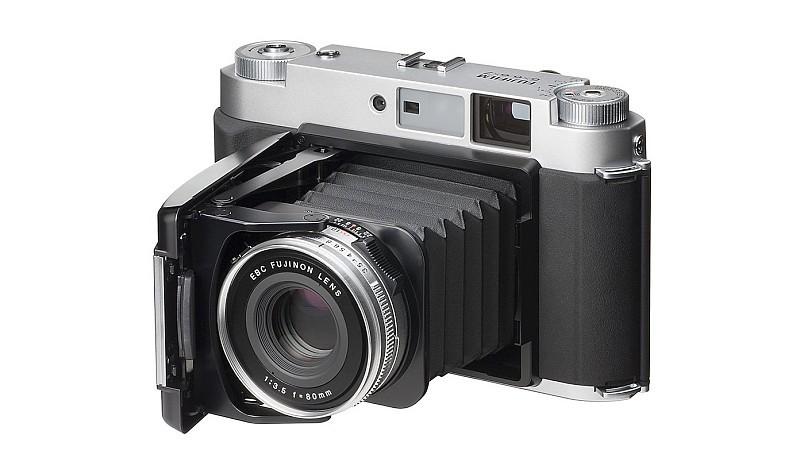 Fujiflim 在菲林(底片)年代已有推出中片幅相機。圖中為 Fujiflim GF670 中片幅菲林相機。