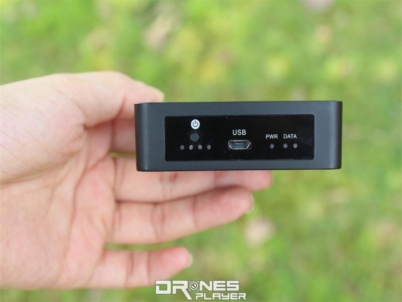G-Box 作為手機與航拍機之間的連接器。