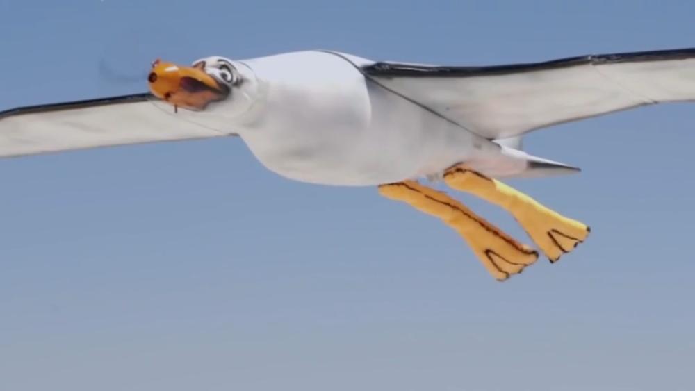 不!這是遙控無人機,會拍翼,兩腳會隨風飄動,尾部位置還會…