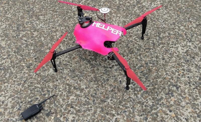 Helper 無人機採用桃紅色機身,在海面飛行時份外搶眼,以便遇溺者發現。