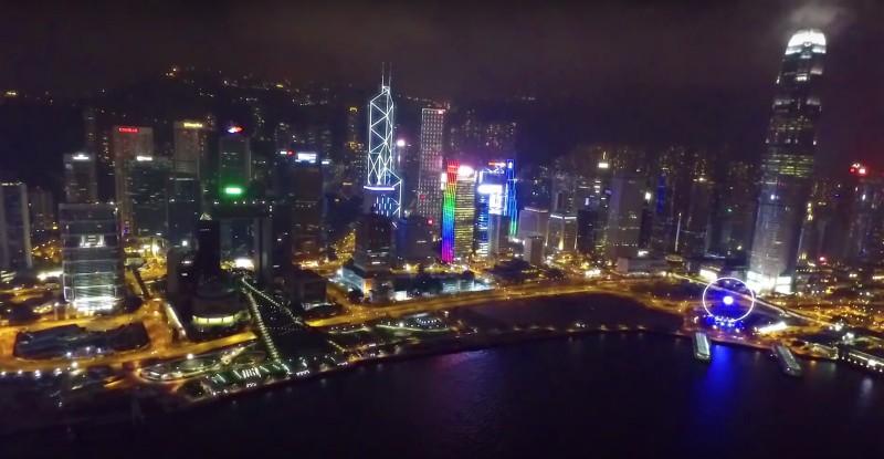 他們也來過香港空拍,但請注意維港兩岸屬直升機主要航線,被列為禁飛區,在夜間亦禁止空拍,身為遊客亦有責任先暸解當地法例才放飛空拍機。
