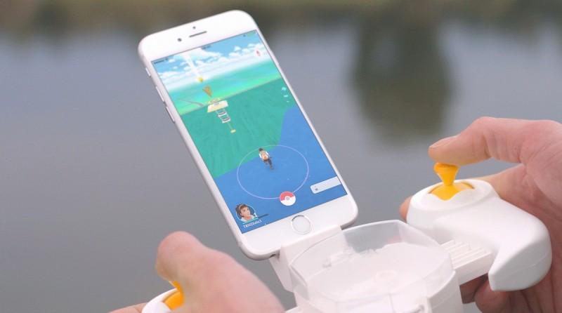 Pokédrone 的運作概念是將無人機 GPS 訊號轉移至手機上,當無人機飛至海面上空,手機畫面中的訓練員便會顯現於海面上。
