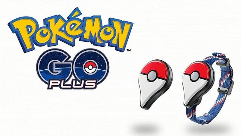 Pokémon Go Plus是由任天堂推出的智慧型手帶,如探測到玩家周遭有 Pokémon,即會閃動 LED 燈號和震動裝置,以提醒玩家發現目標物可供捕捉。它的售價為 35 美元(約 270 港元 / 1,100 台幣)。