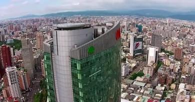 台中市民廣場空拍機為患 警方:目前無專門法規可管