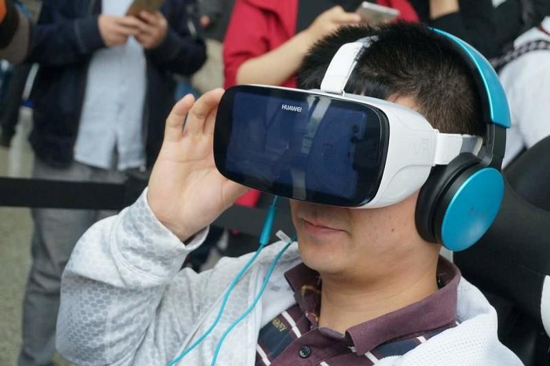同為中國製造商的華為已發布了外形酷似 Samsung Gear VR 的虛擬實境眼鏡;未知小米 VR 眼鏡的設計又會向哪一家廠商「致敬」呢?