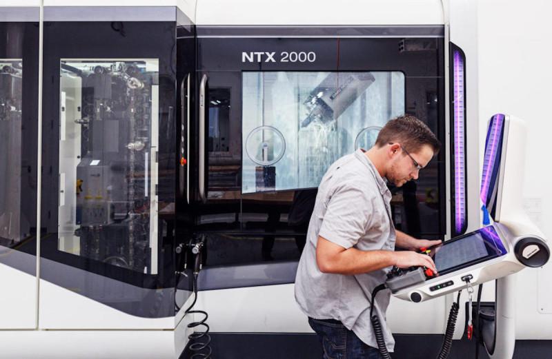 製造微型零件的機器,包括無人機的激光裝置。
