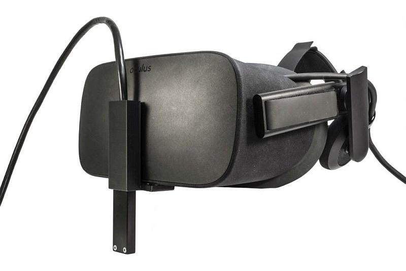 BinaryVR Dev Kit V1透過支架裝附在 Oculus Rift 或 HTC Vive VR 眼鏡的前方。