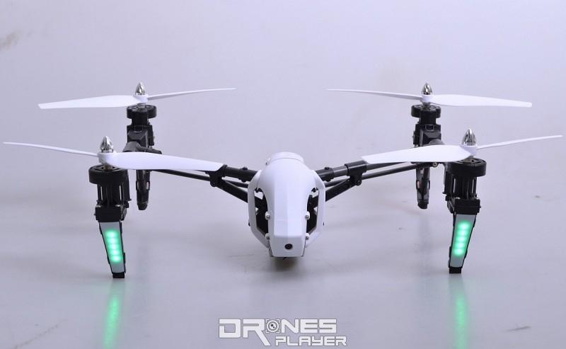 Wltoys Q333A 航拍機的過渡形態:機身與軸臂呈水平。