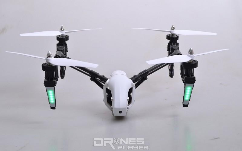 Wltoys Q333A 航拍機的最終形態:機身低於軸臂。