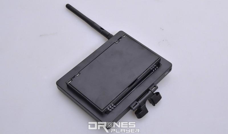 Wltoys Q333A 遙控器另有獨立的 4.3 吋 FPV 圖傳屏幕模組。