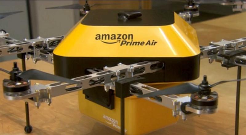 亞馬遜送貨無人機的初代原型機,原來有一款是採用黃、黑色外殼的飛行器,屬 8 旋翼架構。