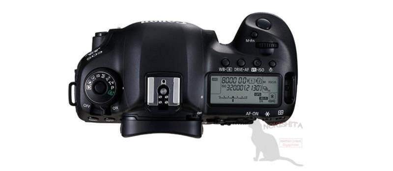 Canon EOS 5D Mark IV 機頂布局跟上代 5D Mark III 幾乎毫無差異。