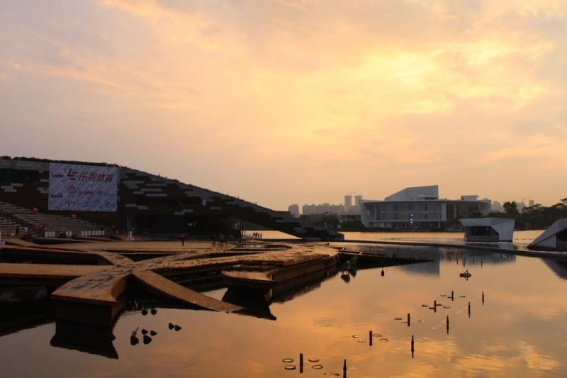 D1 無人機亞洲盃:黃昏的水秀劇場