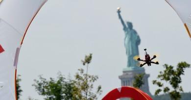 ESPN 直播全美無人機大賽 穿越機自由女神像前極速狂飆