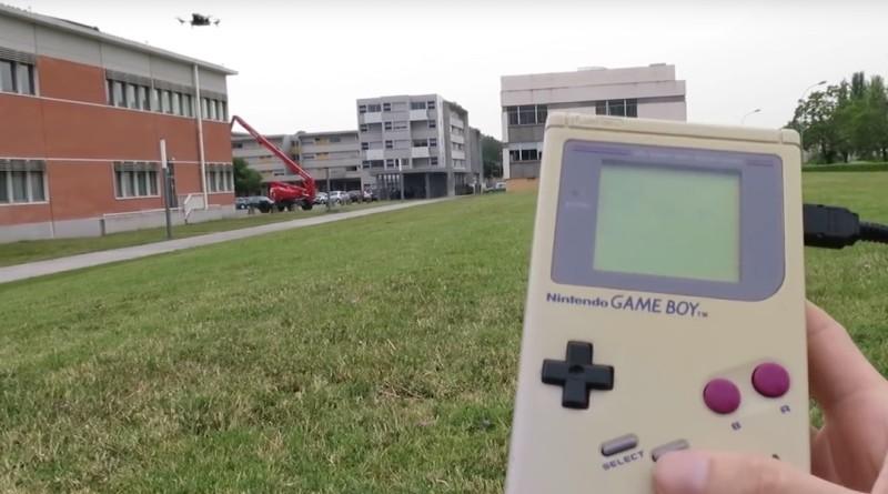 Game Boy 變成無人機遙控器