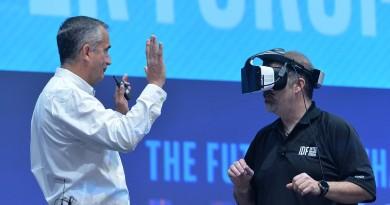 Intel 夥微軟推 Project Alloy 眼鏡 無需接線即玩融合實境