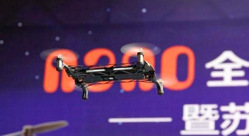Langlong Nano 琅龍無人機在適合在室內飛行,續航時間大約為 12 分鐘。