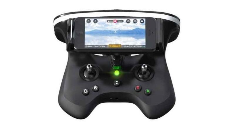 Parrot Skycontroller 2 可裝上支架來擺放手機,以顯示航拍畫面。