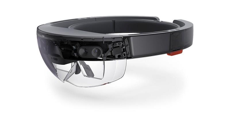 HoloLens AR 眼鏡現在只有開發者版本接受預訂,售價為 3,000 美元(約 23,000 港元 / 93,000 台幣)。