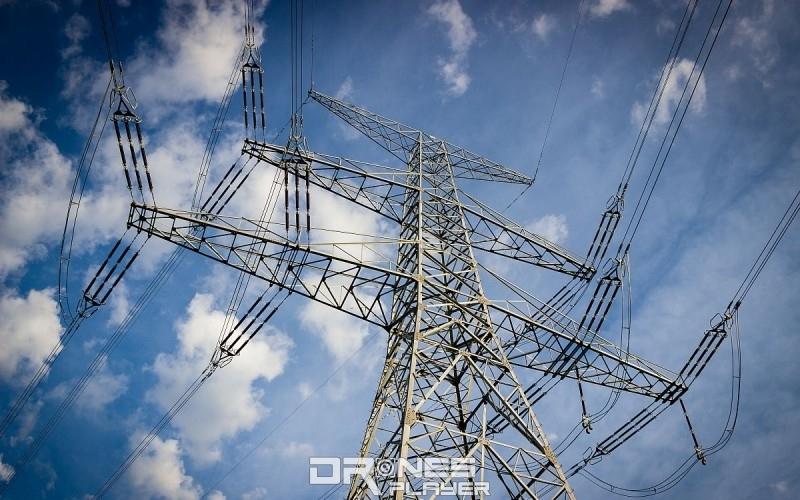 架空電纜可說是無人機的最大天敵,所以大家操作無人機時,應盡量避免飛近架空電纜。