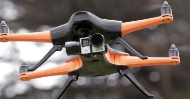 極限運動航拍機 Staaker 搭載人工智慧高速追蹤拍攝
