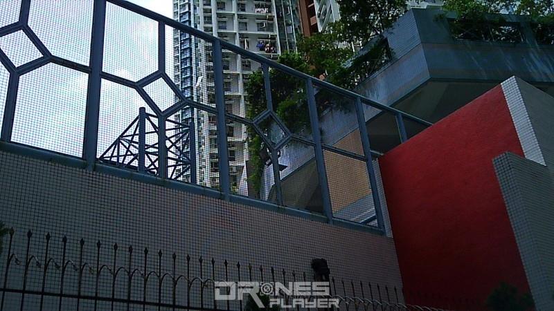 航拍相片:利用 CX-36C 拍攝建築物外牆,牆上每粒磚石也清晰可見。