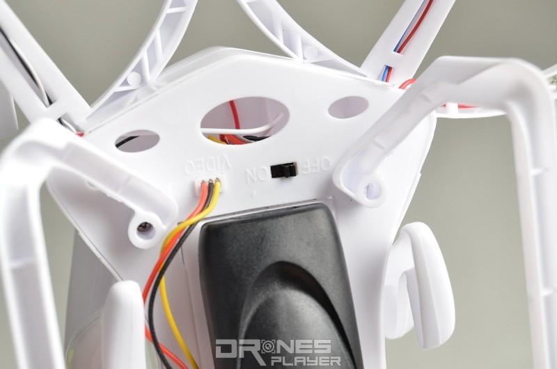 Create Toys E902 飛行器上設有開關鍵。