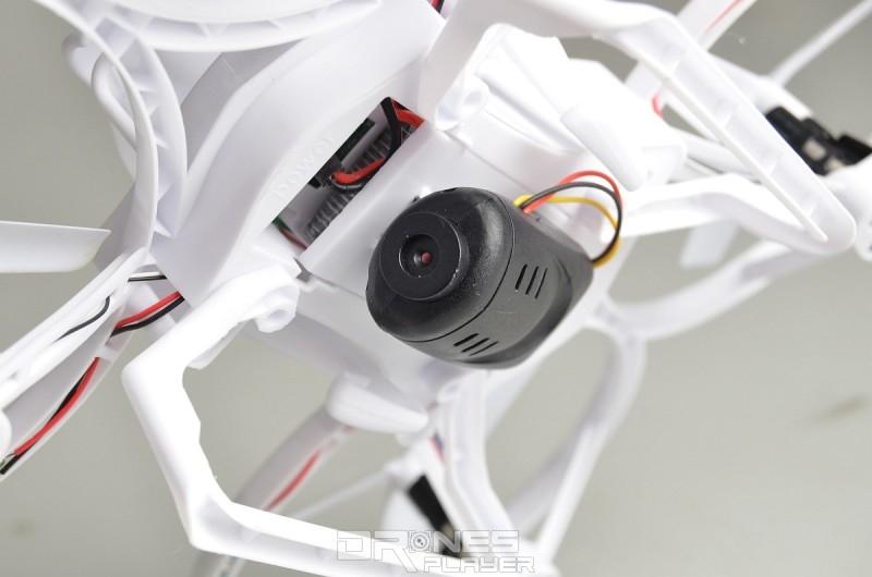 Create Toys E902 飛行器腹部可裝上 200 萬拍攝像素的航拍相機模組。