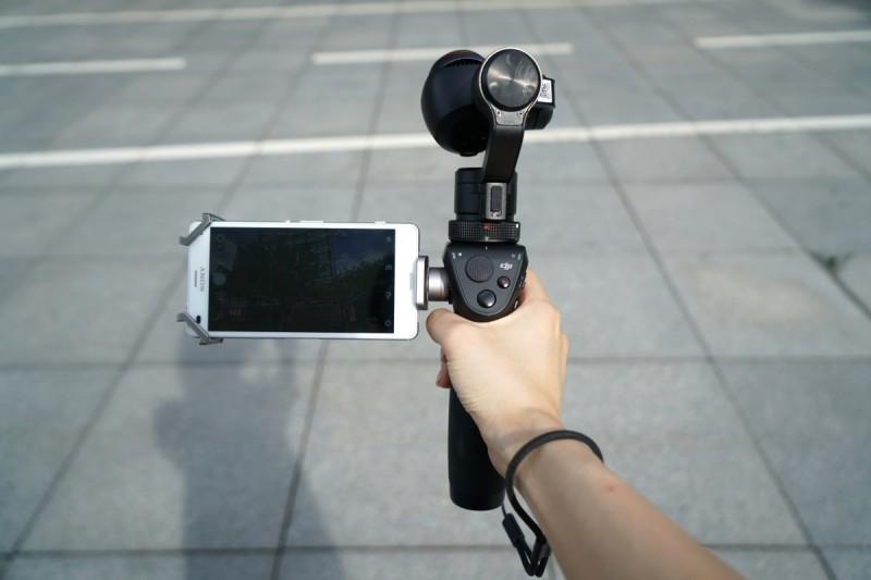 DJI Osmo 手持雲台相機採用三軸機械防震系統。