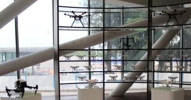 DJI 高層憧憬航拍機未來 看好小型飛行相機