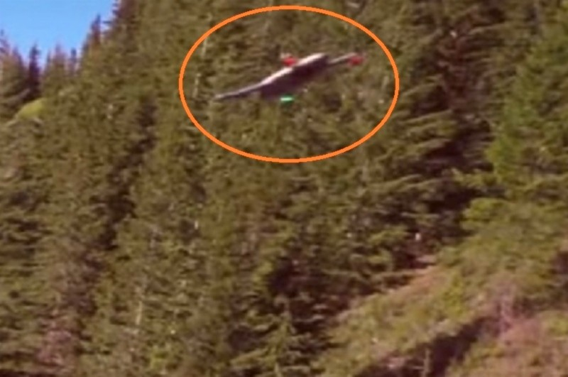 從 GoPro 最新宣傳片截圖可見,GoPro Karma 無人機的前方軸臂設有綠色燈號,後方軸臂則具備紅色燈號,機身則為白色。