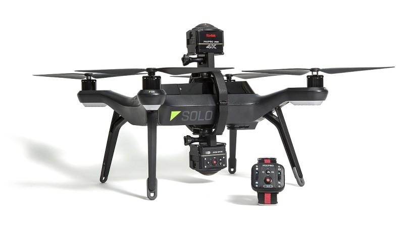 Kodak PIXPRO SP360 4K 空中套裝備有兩組相機支架,可把相機安裝到 3DR Solo 無人機的機頂和機底。